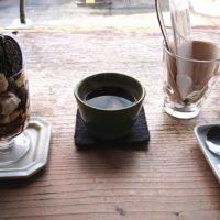 鳥取市瓦町にある古民家カフェ Cafe-neeにて神戸萩野珈琲の豆をハンドドリップで出したオールドコーヒーと特製 冬のパフェのラムレーズンとキャラメルのチョコバナナパフェを実食 店舗に関連した情報も