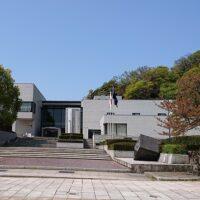 鳥取県立博物館の駐車場は料金が無料なの 周辺には他に停めれるところある?